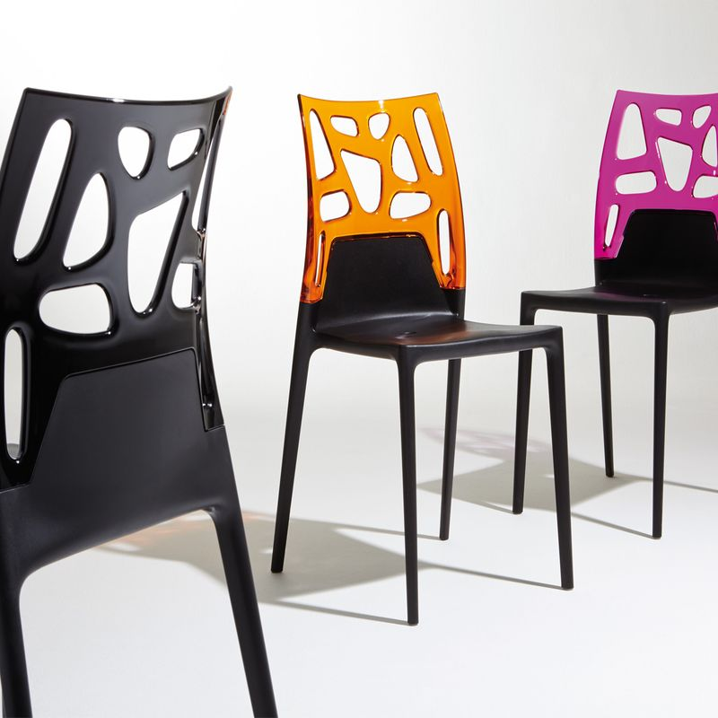 Chaises design noires maison design for Chaise de cuisine design